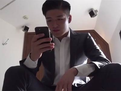 スーツの男を淫らに犯す